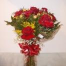 Bouquet com 12 Rosas Importadas e Ferrero