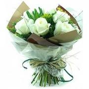 Bouquet de Rosas Brancas*
