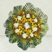 Coroa  com rosas e flores campo